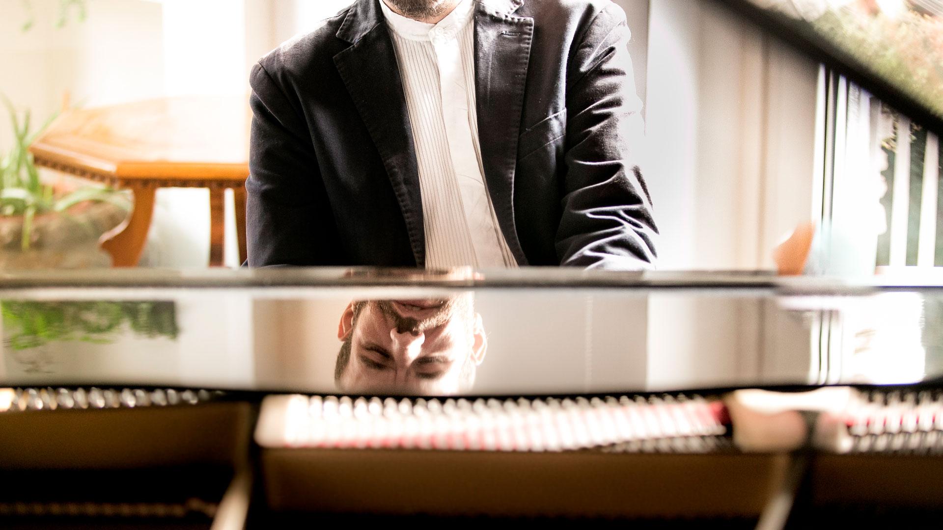 Yakir Arbib al Pianoforte
